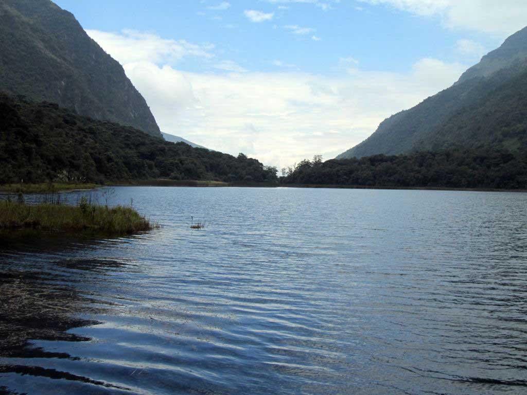 Laguna Llaviuco Cuenca Ecuador